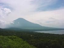 富士山と山中湖-朝の冨士と夕方の富士山はまた格別です。