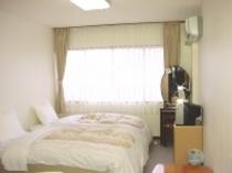 洋室(バス/トイレ付)清潔なお部屋でゆっくりとお過ごしいただけます。