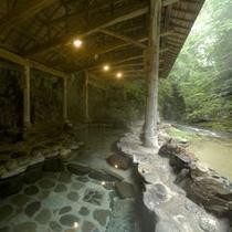 天然岩風呂「瀧の湯」