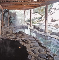 冬の天然岩風呂
