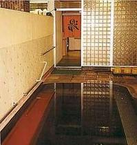 ゆったりした大浴場で足を伸ばして入ろう