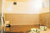露天風呂付きの中浴場。男女時間交代制