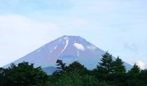 部屋から見た富士山