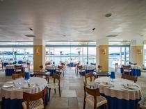 【レストラン内】日本のエーゲ海牛窓の海が一望できるレストランです。