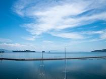 【客室からの風景】窓の外には日本のエーゲ海牛窓の海が広がっています。