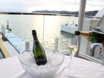ご希望のお客様には「シャンパン」をお注ぎいたします。