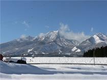 12月・国道から見る妙高山12月