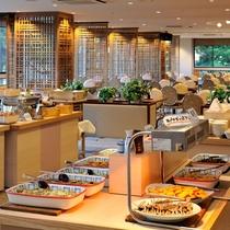 朝食は和洋バイキングをレストランにてご用意