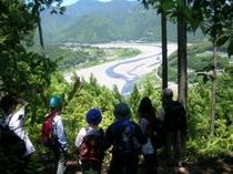 熊野川を望む