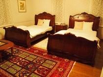 ダベルサイズの本格ベッド・ツインルーム