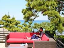 【音羽テラス】気持ちの良い海風を感じながらごゆっくりとお過ごしください。