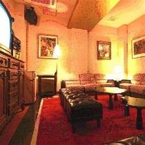 VIPルームはカラオケを完備。1組様、1時間1,000円でご利用頂けます。