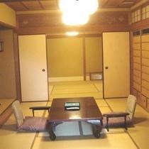 8畳と10畳の2間続きのお部屋は、広々と開放的な空間です。