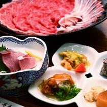夕食一例:新鮮な海の幸をはじめ旬の食材を使ったボリュームいっぱいの夕食