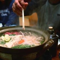 夕食一例:お鍋を囲んでワイワイにぎやかに