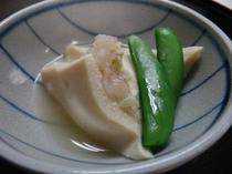 お夕食一例(高野豆腐の海老はさみ煮)