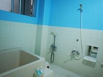 和室タイプのお風呂とトイレは共同です