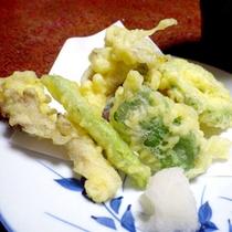 *【夕食一例】山菜ももちろん地元で採れたものですよ!
