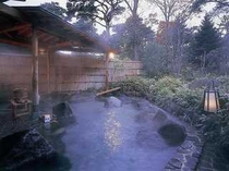 自然に囲まれた露天風呂