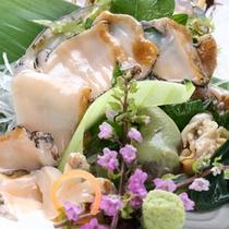 【あわび刺身】メニュー一例。新鮮な地元食材を活かしたお食事。