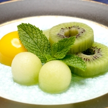*【デザート一例】夕食の最後には季節のフルーツをご用意致します。
