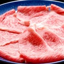 【近江牛しゃぶしゃぶ】ジューシーで柔らかい近江牛をささっと湯にくぐらせて…とろけるおいしさ!
