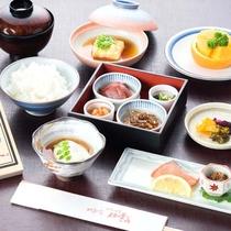 【朝食一例】朝食は、焼き魚や湯豆腐、滋賀の郷土食の小鉢等、身体に優しい和朝食をご用意。