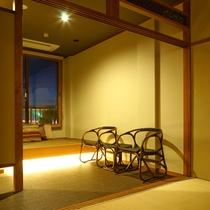 和室10畳【びわこなないろ◆こがね】■1階■縁側をみたてた空間に腰掛けて眺めを楽しみませんか。
