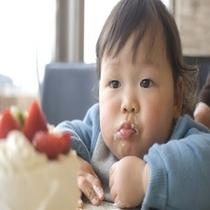 お子様とケーキ
