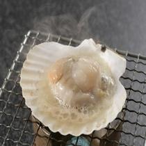 朝食時にて、ほたて貝網焼き
