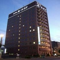 ◆ホテル全景(夕方)◆一条通に面し交通至便