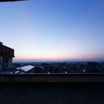 朝の湯上り処から眺める越後平野