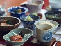 当館の朝食。昔ながらの和定食。栄養バランスの良い朝食です。