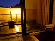 鳳凰標準客室・403文鳥/源泉露天風呂〈石づくり〉+源泉内風呂〈框ひのき石タイル〉