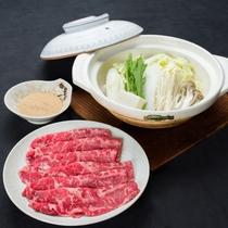 *国内産黒毛和牛を使用すきやき膳です。