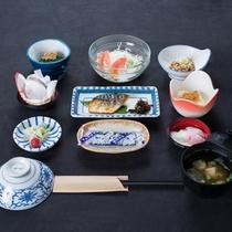 *ご朝食には地元のおいしいコシヒカリを使用した和食膳をご用意いたします。