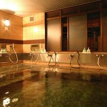 *【温泉(一例)】檜と黒御影石の大風呂(内湯・男女入れ替え制)アルカリ性単純泉でお肌しっとり♪