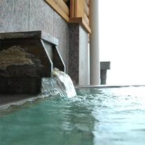 *湯量豊富な天然温泉!