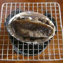 料理一例:アワビの踊り焼き(秋)