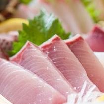 *お夕食一例(活き造り)/壱岐に来たら必ず食べたい海の幸!どれも脂がのっておいしいものばかり。