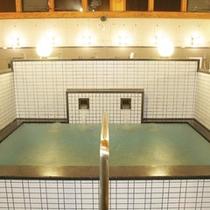 【水風呂】温泉でほてった体を冷やしてくれます