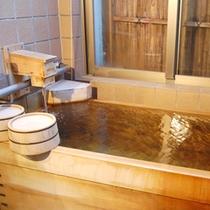 【客室檜風呂】ほんのり漂う檜の香りはリラックス効果◎