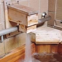 【客室檜風呂】湯口