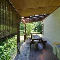 *【5~9名用コテージ】屋根付きテラスを完備。山々にこだまする小鳥の囀りに癒されて。