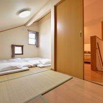 *【4~5名用コテージ】寝室は洋室のベッドと和室のお布団で。