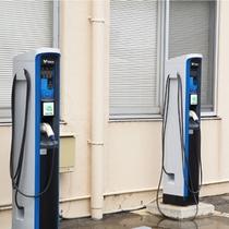 電気自動車充電スタンドの一例