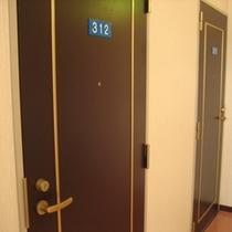 ・プライバシーを重視したマンション風の部屋扉