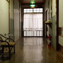館内廊下(本館)