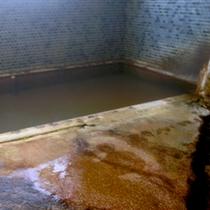 源泉から沸き出る天然温泉   (本館:滝乃湯/3階)