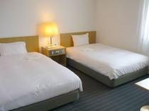 ■客室:スーペリアツインのベッド幅は120cm幅とゆったりサイズ!